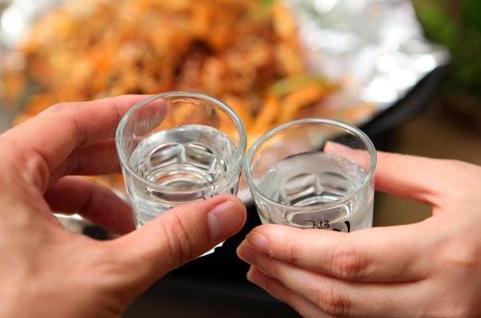 喝酒为什么要碰杯你知道吗?