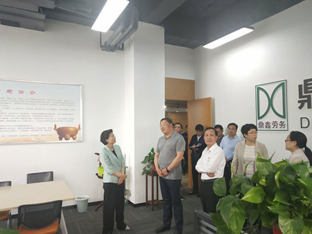 鶴壁市市委書記馬富國、副市長常英敏、人社局局長張國富等領導來到市人力資源產業園進行視察及指導工作