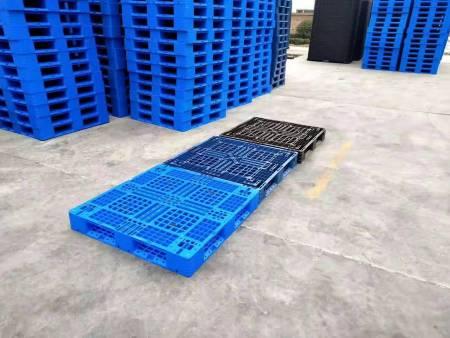关于塑料周转箱的常见种类以及使用注意点