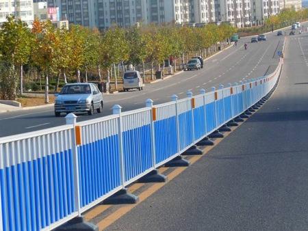 青海市政护栏价格-交通护栏的具体安置方法