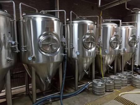 惠州精酿啤酒设备在工作过程中需要注意什么