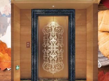 这年代连电梯门套都有讲究?