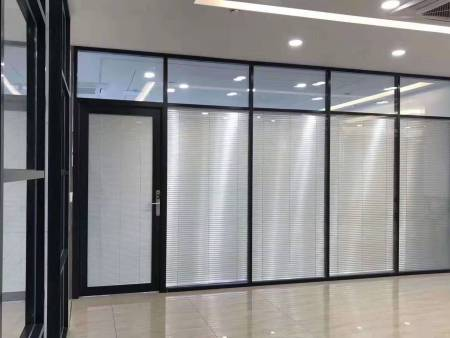 办公室玻璃隔断装修风格在变,设计也要升级