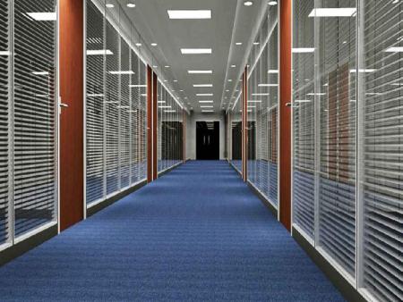 办公室使用的是钢化玻璃隔断,需要贴防爆膜吗?