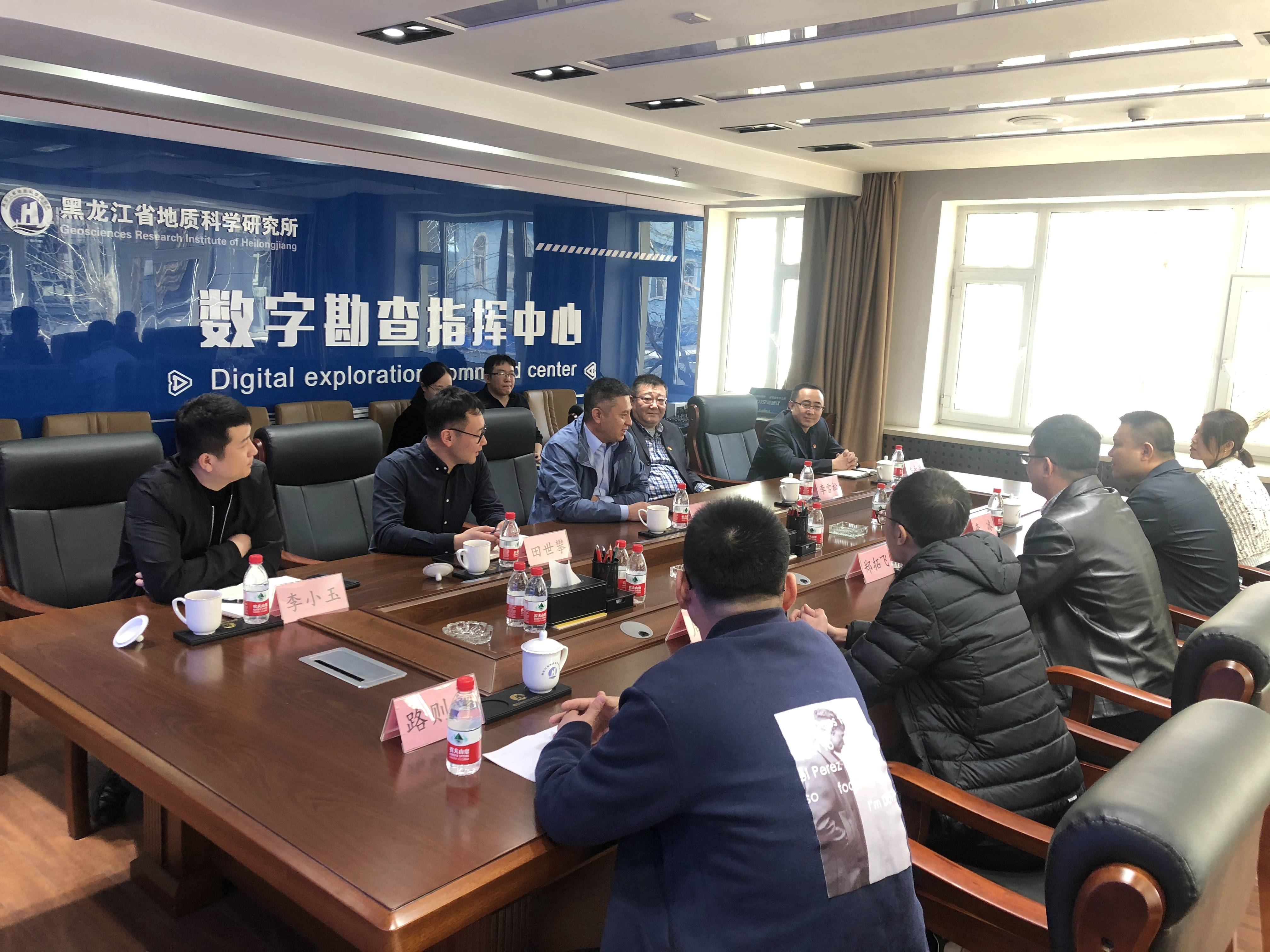 省有色七〇七队调研组到省地质科研所调研座谈
