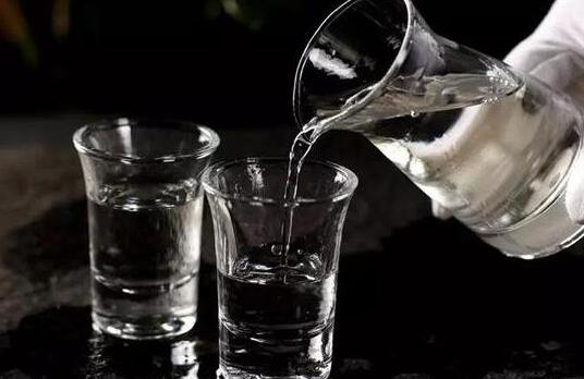 封腾酱香型白酒喝前需要醒酒吗