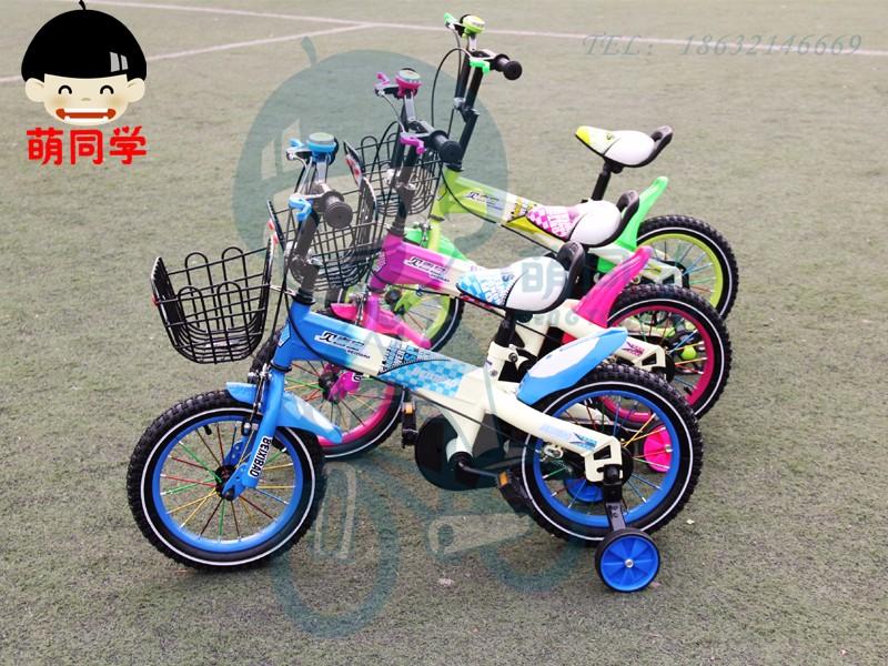 自行车是孩子学会的第一种交通工具,孩子骑自行车不仅可以锻炼身体,还有其他的好处哦。所以,家长要放心的让孩子学会骑自行车。那么,选择适合孩子的自行车就是一件很重要的事情了哦。 萌同学是澳奇龙车业专为儿童倾力打造的高端儿童自行车品牌,专业设计,研发,生产儿童自行车。