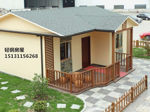 轻钢别墅,又被称为轻钢结构房屋,其主要材料是由热镀锌钢带经冷轧