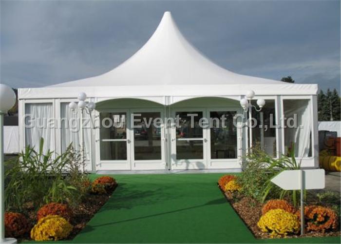 详细说明 产品详情: 铝合金和PVC篷布结构,内部无立柱、空间100%利用。跨度从3米至60米,有多种选择。外观造形有尖顶、人字顶、圆拱顶、多边形。 [凯硕斯篷房配套设施] 木地板、玻璃幕墙、玻璃门、ABS硬体墙、空调、照明、天花布幔、啤酒桌椅。 [凯硕斯篷房安全性能] 本公司已经通过德国莱茵TUV认证的ISO9001:2000质量体系认证。