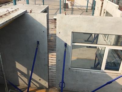 预制装配式剪力墙结构是一种现场装配的建筑形式,它主要是通过预制和