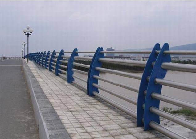 不锈钢复合管桥梁防撞护栏的装置图片