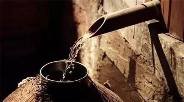 雅大熟料酿酒机器设备接酒图