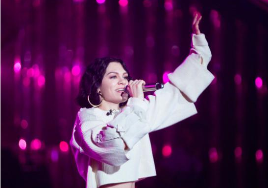 Jessie J在《歌手》第一集排名中获冠,获得一片赞赏.png