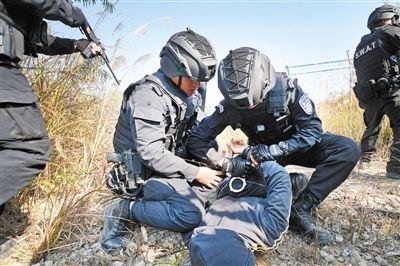 广州特警野外拉练 附:全国招警考试每日公告汇总