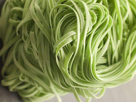 果蔬菠菜面條