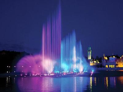 泉城广场喷泉.jpg