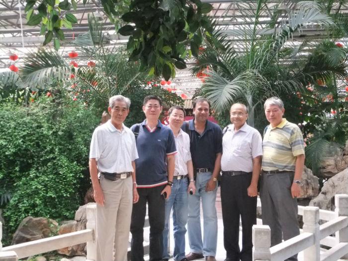 2011年8月上海朋友、法国客户考察公司.jpg