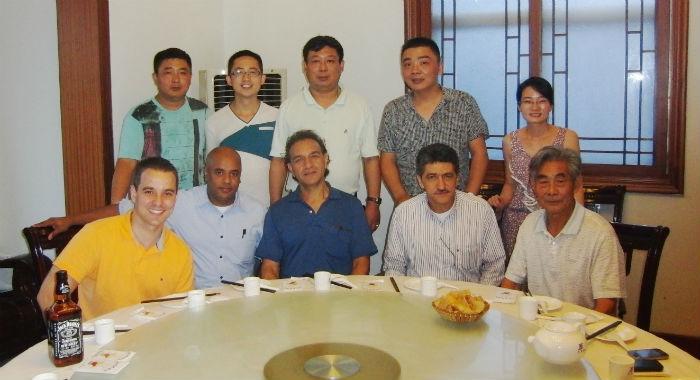 2012年12月与委内瑞拉、哥仑比亚客人1.jpg