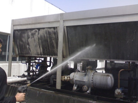 工业冷水机清洗.JPG