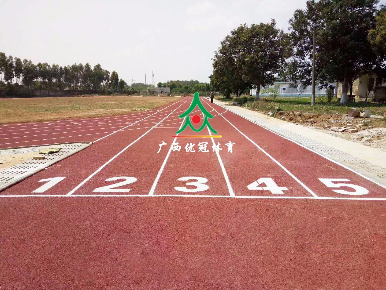 北海市亦江小学塑胶跑道 最新案例-广西优冠体育场地设施工程有限公司