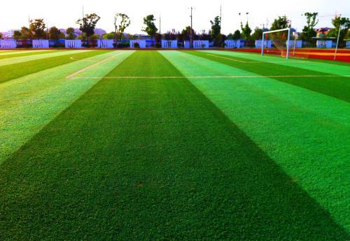 重庆人造草坪的施工与外观规范的讲解