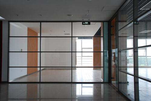 办公玻璃隔断的安装步骤介绍_重庆隔断