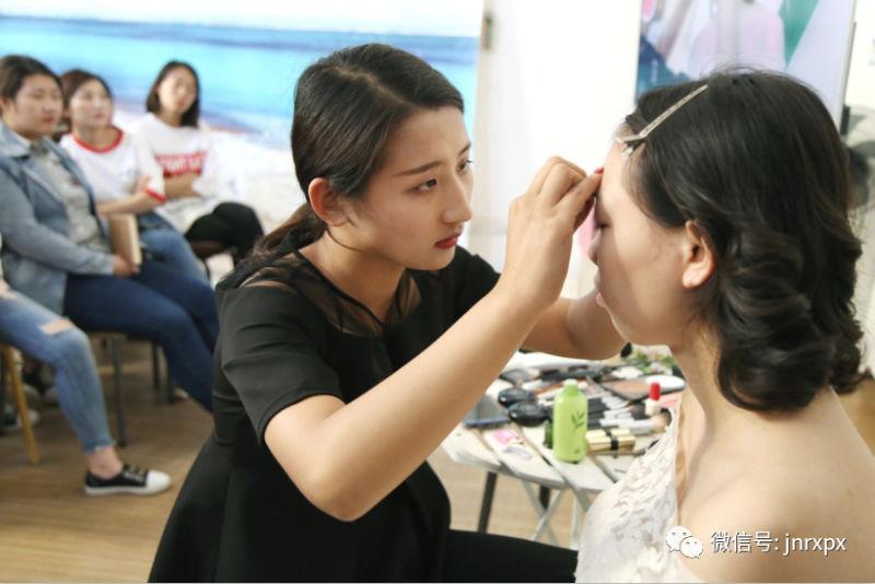 【公开课】都市丽人婚纱摄影技术总监来我校做交流与分享|大型赛事活动-济南人像职业技能培训学校