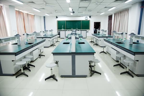 西飛一中生物實驗室3.jpg
