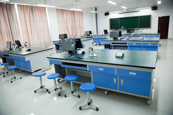 西飛一中開放物理實驗室2.jpg