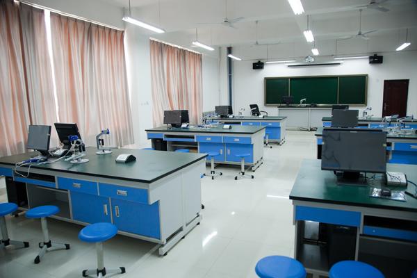 西飛一中開放物理實驗室1.jpg