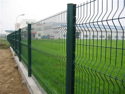 三角折彎圍欄網|圍欄網系列-廣西卓歐金屬制品有限公司