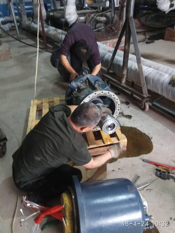 螺杆压缩机维修、空调压缩机维修、制冷压缩机维修、修理螺杆机、北京压缩机维修、螺杆机维修.jpg