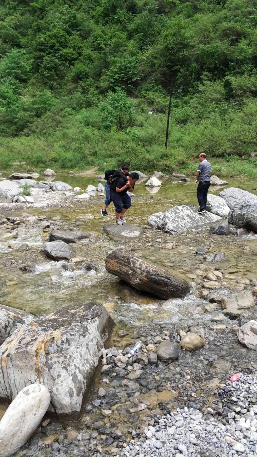 五四青年節山西紅豆杉大峽谷拓展訓練 公司動態-河南山河建設工程質量檢測有限公司