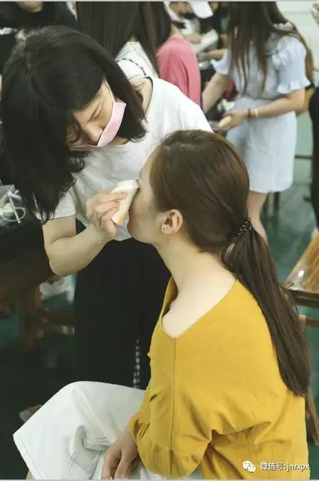 【化妆活动】起舞未来·山艺服表毕业生用感恩致青春|大型赛事活动-济南人像职业技能培训学校