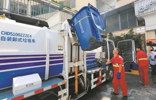 自装卸式垃圾车.png