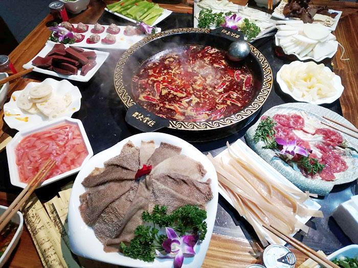火锅桌椅怎样挑选,流程是怎样的_重庆火锅培训
