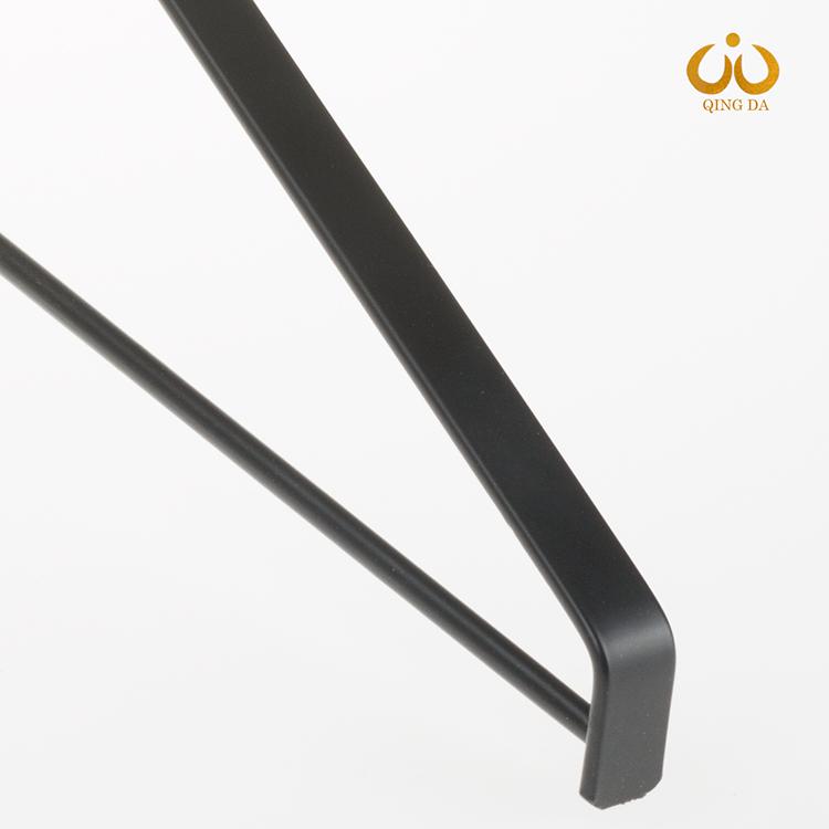 黑色扁铁衣架