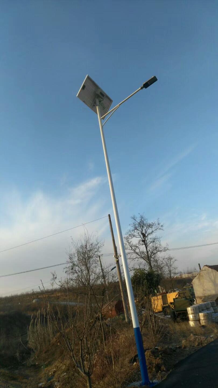 胶州8米锂电太阳能路灯.jpg