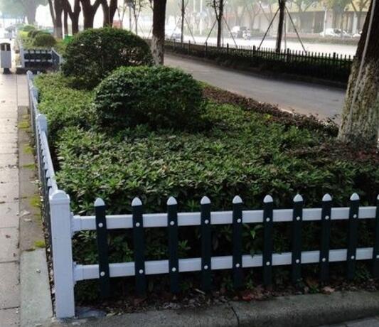 兰州草坪护栏.jpg
