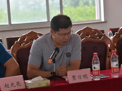 7.蒲汪镇贾日明先生讲话并宣布大赛开幕.jpg