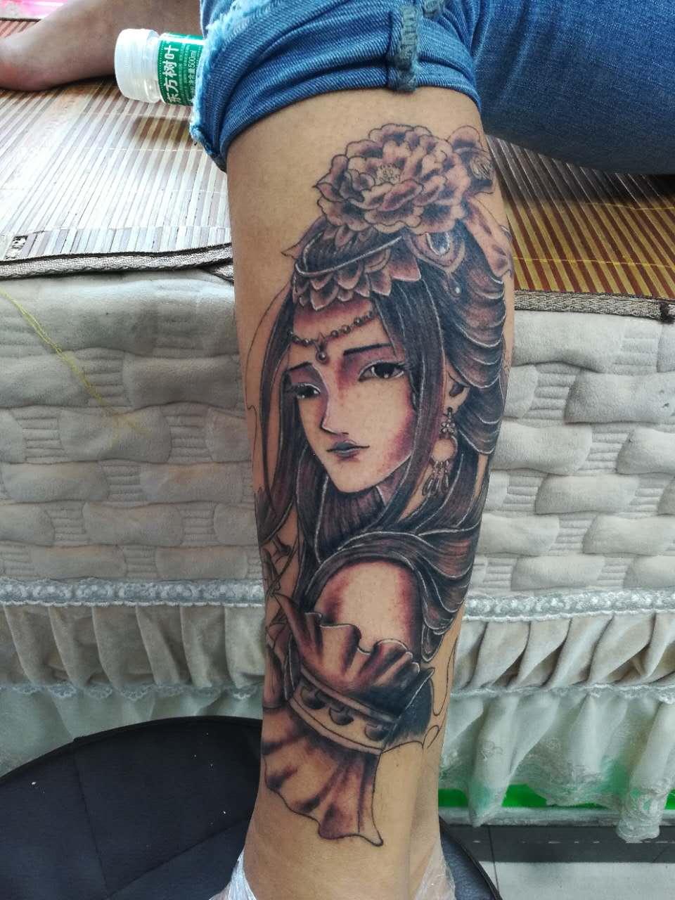 郑州纹身:艺伎纹身,小腿纹身.jpg