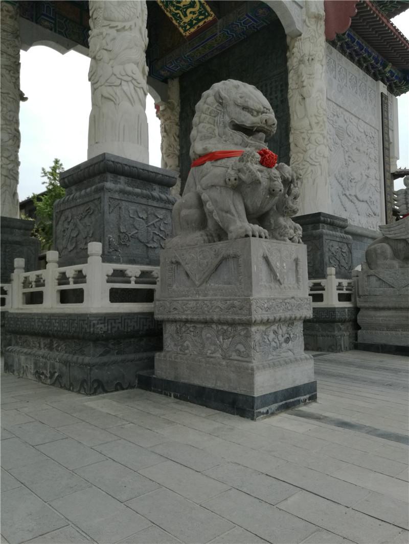 青石獅子雕塑.jpg
