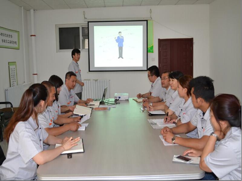 公司各部門從事商務接待工作的相關人員參加了培訓。.jpg