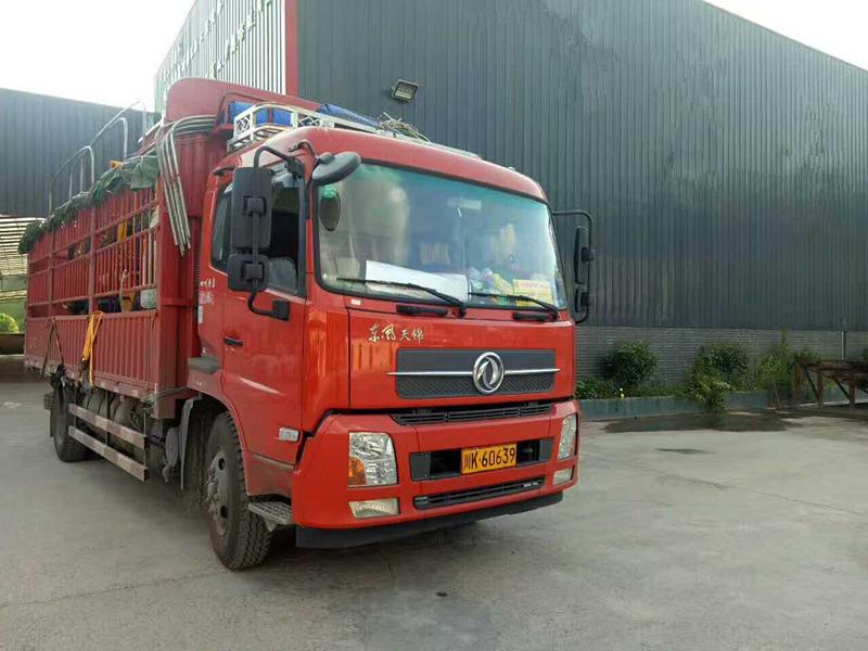 云南保山订购的6105(8-10)螺杆式公路护栏打钻一体机.jpg
