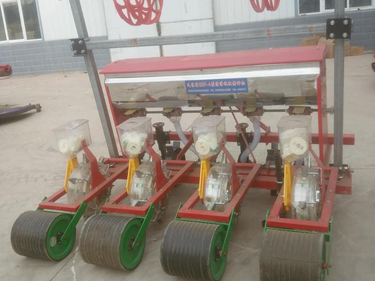 2BF-4多功能玉米精量施肥播種機.jpg