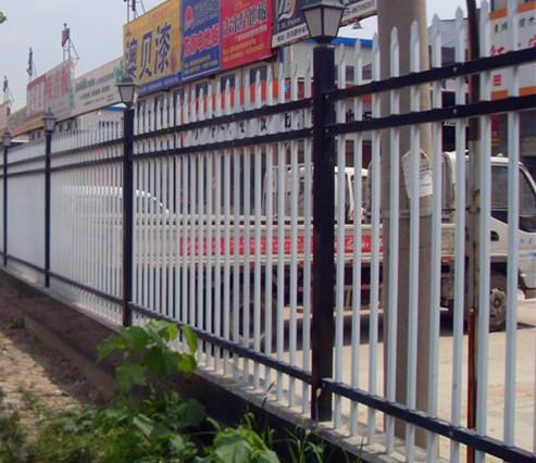 广场围栏.jpg