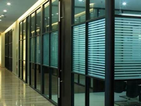 办公室玻璃隔断的许多优点_常见问题-重庆童欣家具博盛彩票APP下载