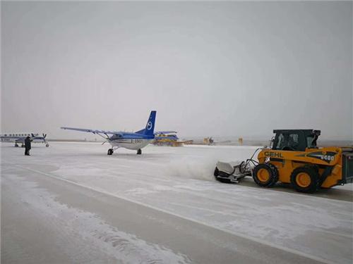 滑移機場除雪.jpg