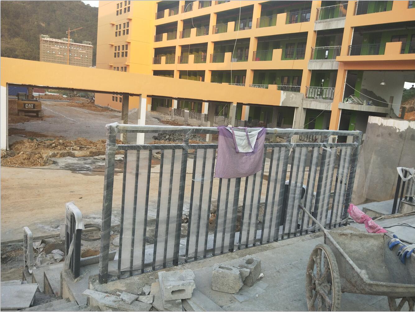 巴马瑶族自治县第三初级中学教学楼护栏工程成功验收|工程案例-广西南宁华轩装饰工程有限公司
