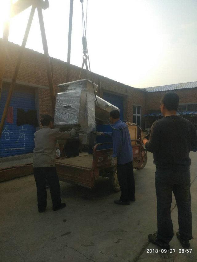 西安客户定制的1-3吨石榴去皮机设备已经发货|公司新闻-新乡市鑫华轻工机械有限公司